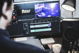Bildschirm mit Videoschnittsoftware