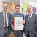 Dominic Neumann und Dr. Werner Lämmerer mit dem Vertreter der Concept Data Systems GmbH