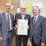 Dominic Neumann und Dr. Werner Lämmerer mit dem Vertreter der Computercenter Feldbach Ing. Koppendorfer GesmbH