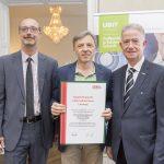 Dominic Neumann und Dr. Werner Lämmerer mit Erwin Eibel
