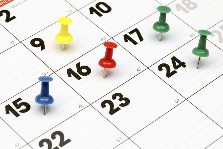 Nahaufnahme eines Kalenders mit markierten Terminen