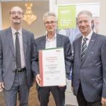 Dominic Neumann und Dr. Werner Lämmerer mit DI Dr. Erich Handel