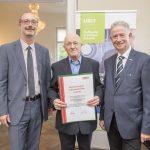 Dominic Neumann und Dr. Werner Lämmerer mit Helmut Alois Hartmann