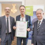 Dominic Neumann und Dr. Werner Lämmerer mit Mag. Michael Kotter