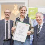 Dominic Neumann und Dr. Werner Lämmerer mit Michael Kraker