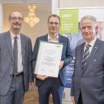 Dominic Neumann und Dr. Werner Lämmerer mit einem Vertreter der Medienfabrik Graz Gmbh