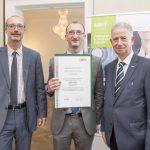 Dominic Neumann und Dr. Werner Lämmerer mit Peter Mild