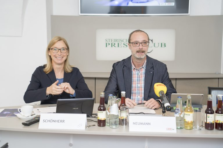 Bild Podiumsteilnehmer einer Pressekonferenz