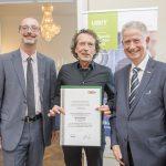 Dominic Neumann und Dr. Werner Lämmerer mit Marco Schäfer