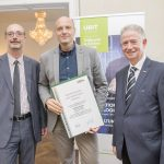 Dominic Neumann und Dr. Werner Lämmerer mit DI Oliver Vallant
