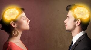 Bild von einer Frau und einem Mann mit leuchtenden Gehirnen