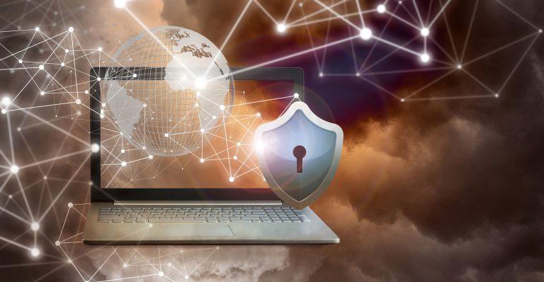 Sujetbild eines Laptops mit Weltkugel und IT-Security-Schloss-Symbol